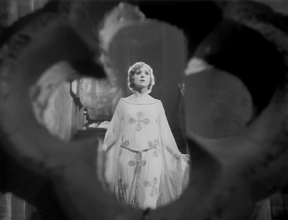 Madge Bellamy - White Zombie (1932)
