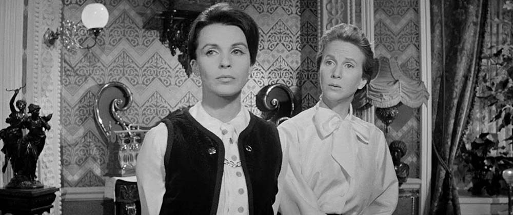 Claire Bloom, Julie Harris - The Haunting (1963)