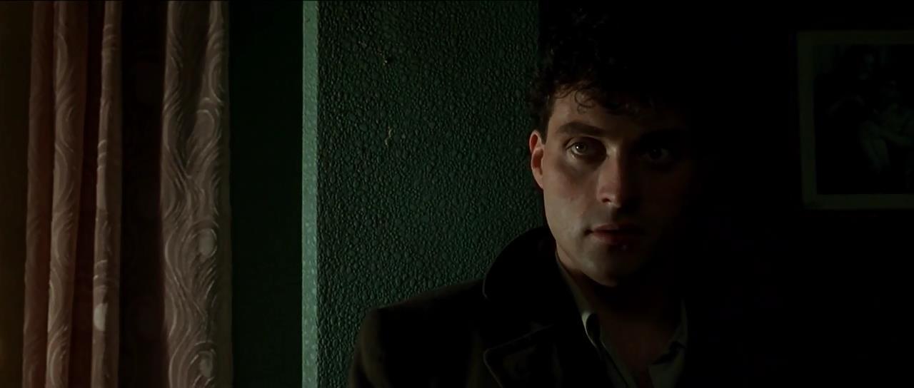Rufus Sewell - Dark City (1998)