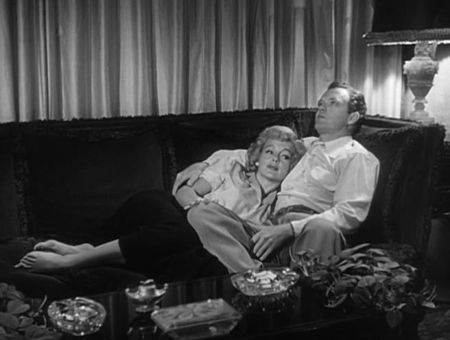 Evelyn Keyes, Van Heflin - The Prowler (1951)