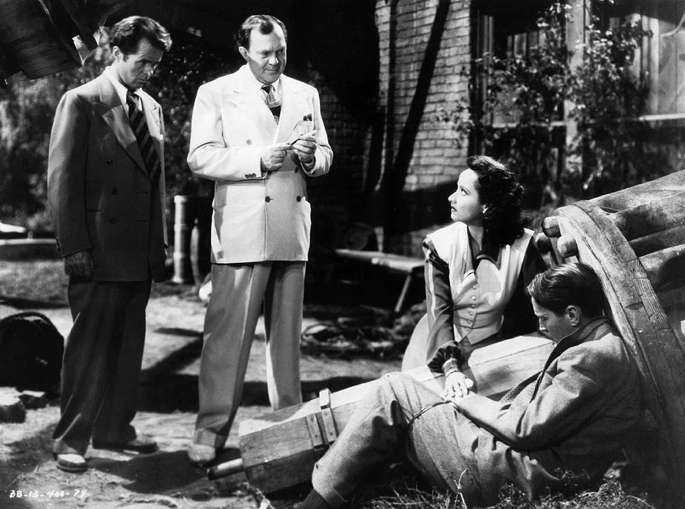 Elisha Cook Jr., Thomas Mitchell, Merle Oberon - Dark Waters (1944)