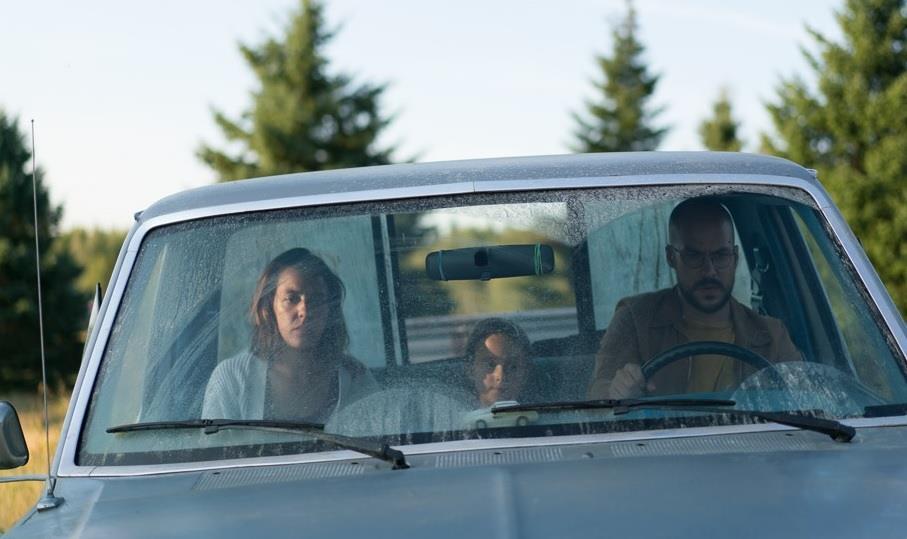 Monia Chokri, Charlotte St-Martin, Marc-André Grondin - Les Affamés (2017)