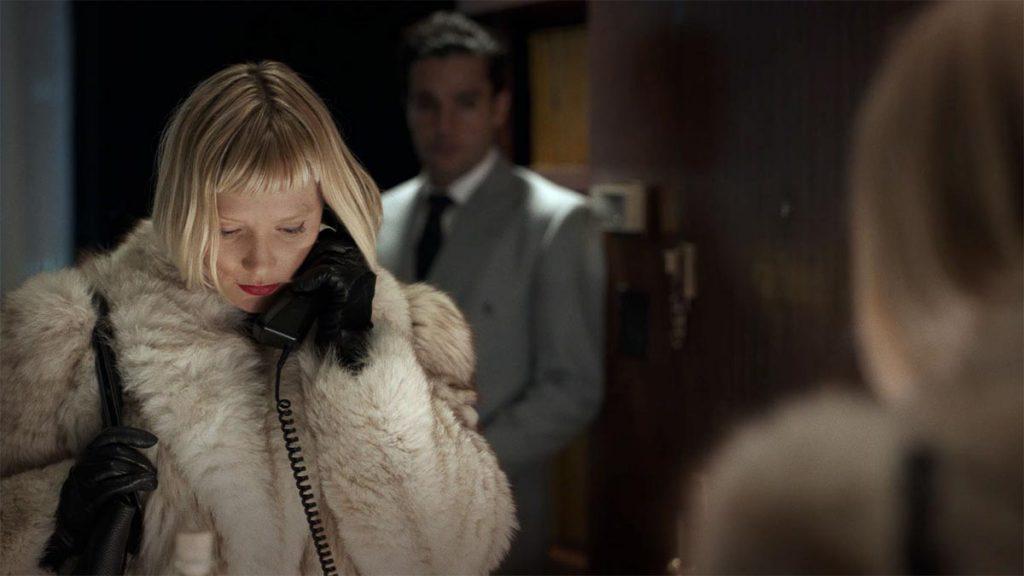 Mia Wasikowska - Piercing (2018)