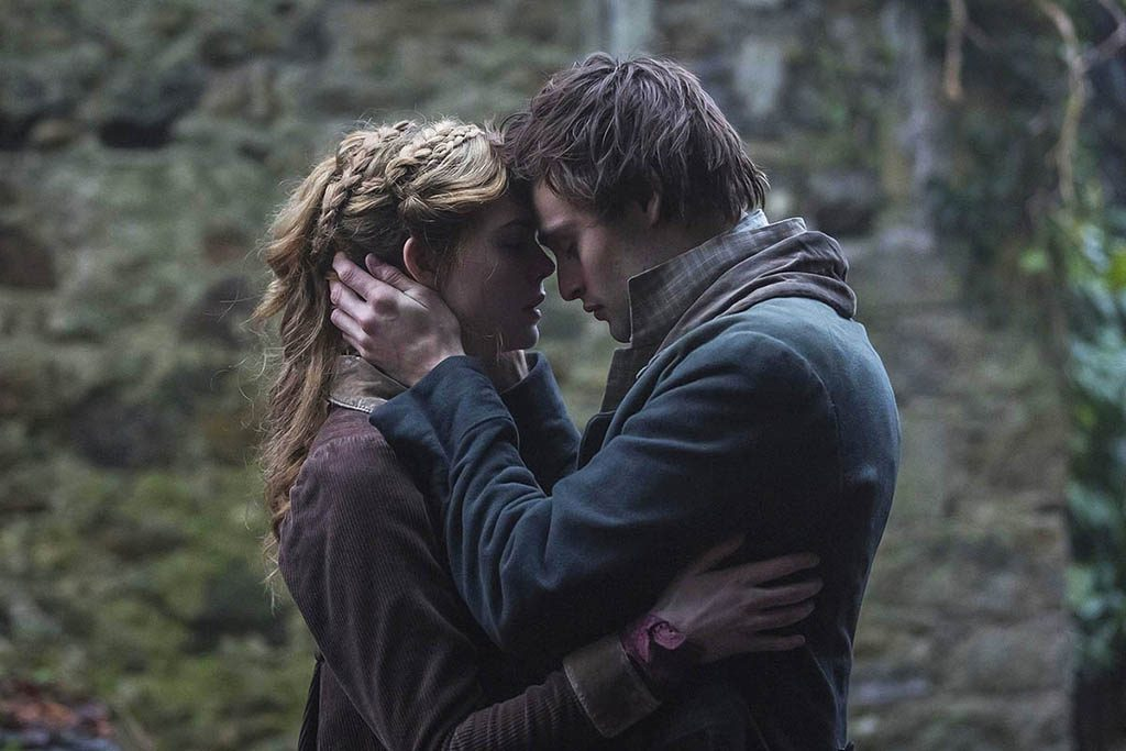 Elle Fanning, Douglas Booth - Mary Shelley (2017)